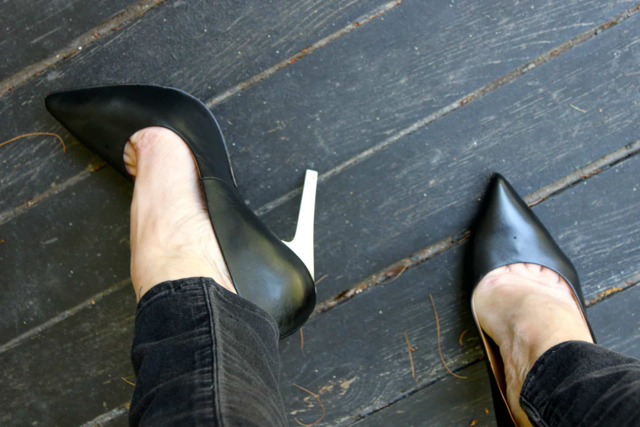 how to stretch high heels